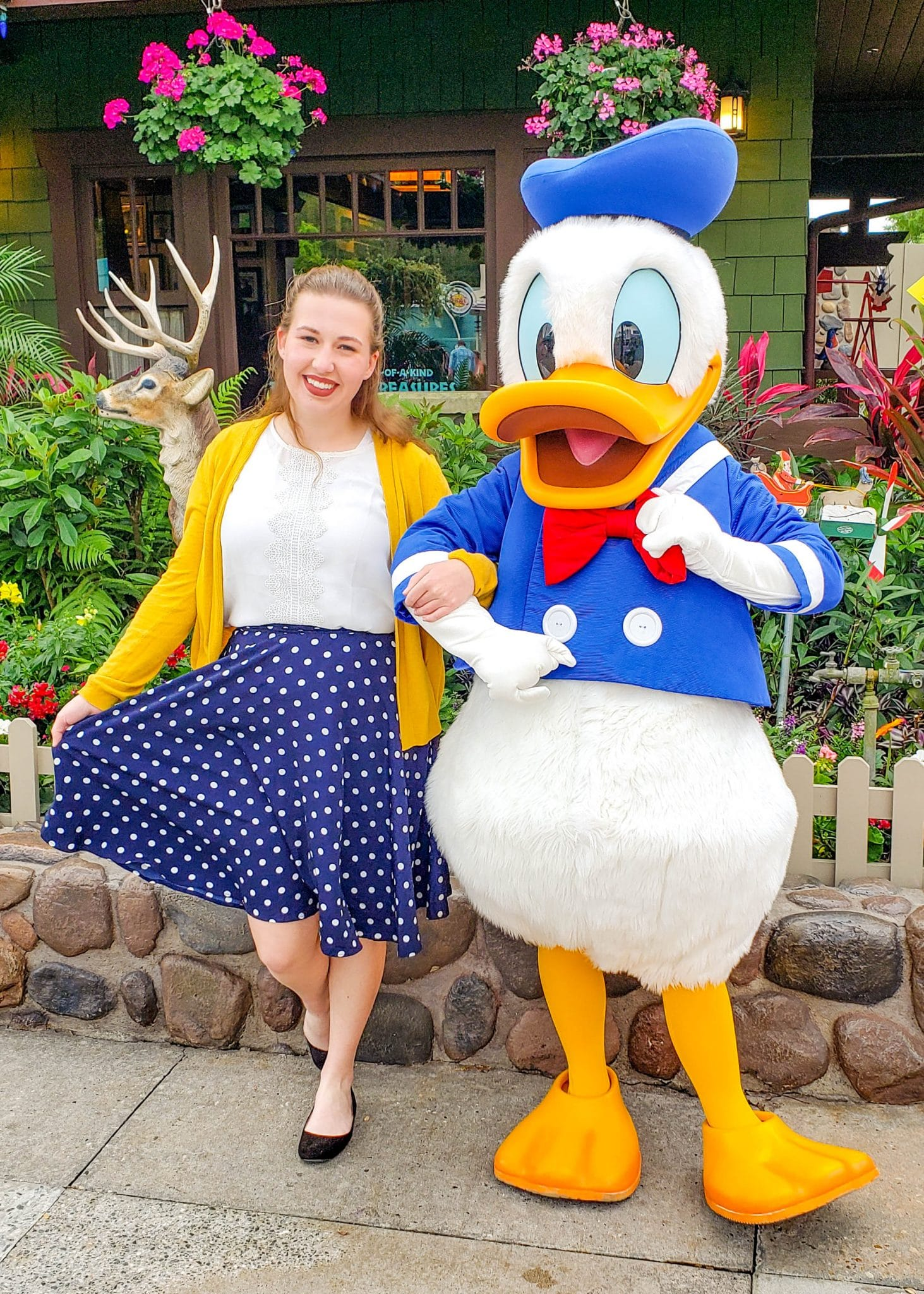 8 Tips for Great Disney Character Interactions | Heading on a Disney vacation soon? Before you go, read this post to learn the best tips for your Disney character interactions to make the most of the moment when in the parks! | #DisneyCharacter #DisneyCharacter #DisneyPark #DisneyParks #DisneyTips